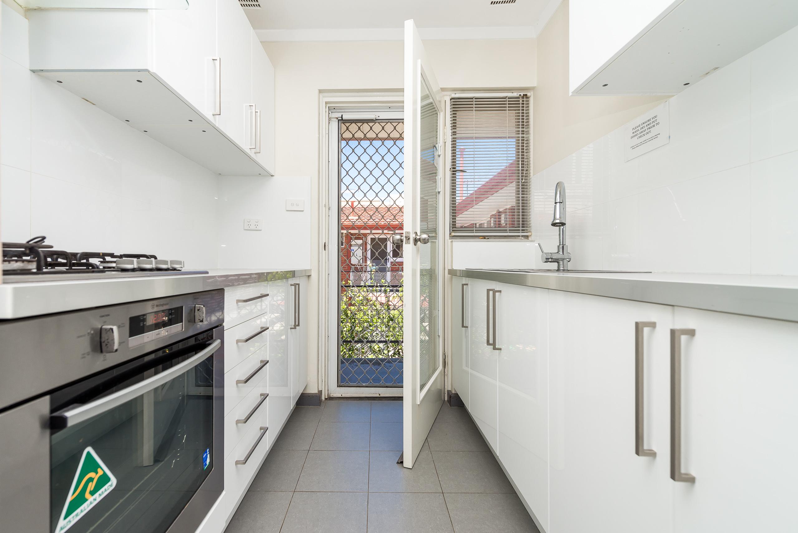 https://propertyphotos.vaultre.com.au/835/3723194__1575003240-5990-814OgilvieRoadMountPleasant-9.jpg