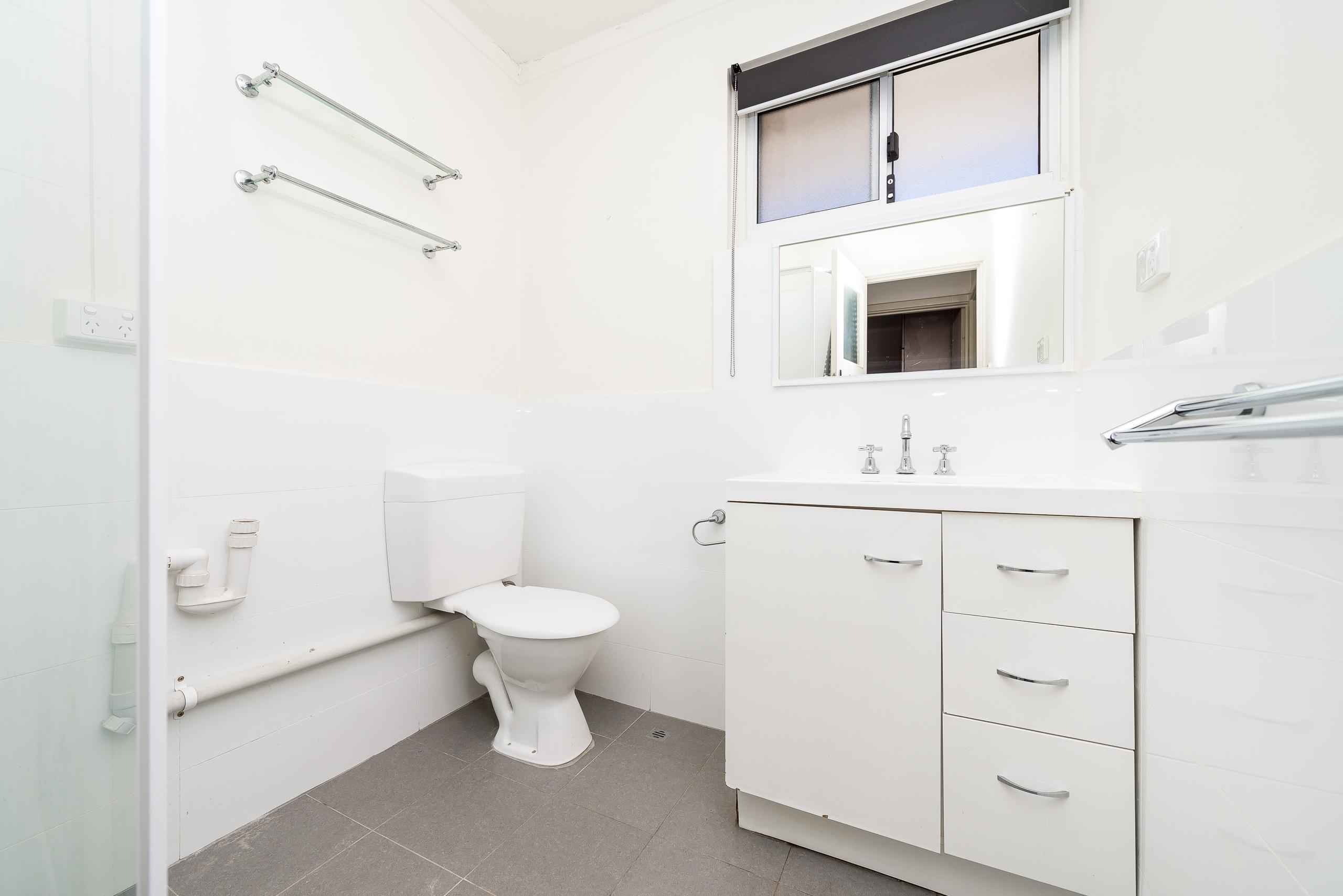 https://propertyphotos.vaultre.com.au/835/3723200__1575003246-3946-814OgilvieRoadMountPleasant-15.jpg