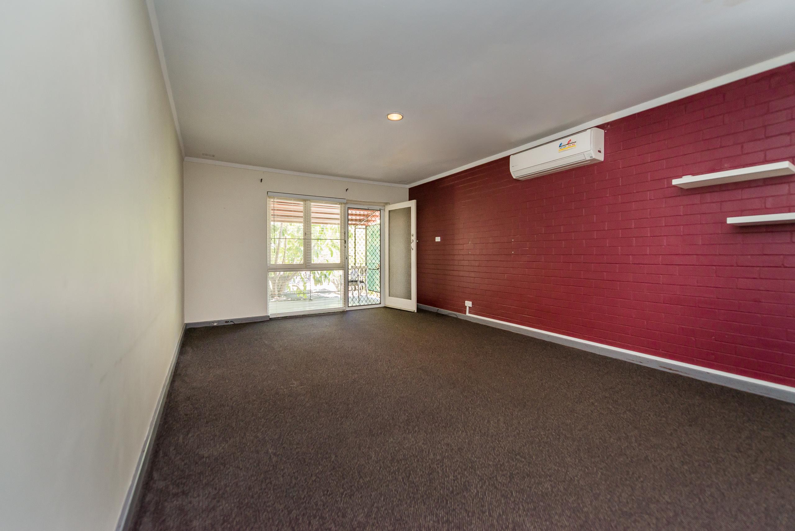 https://propertyphotos.vaultre.com.au/835/3723211__1575003267-6039-814OgilvieRoadMountPleasant-7.jpg
