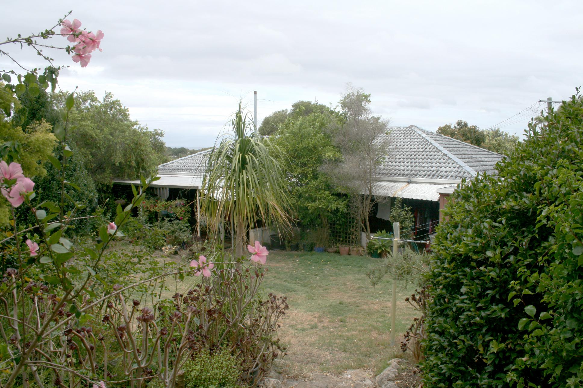 https://propertyphotos.vaultre.com.au/835/3943758__1576130625-29641-IMG3203done.jpg