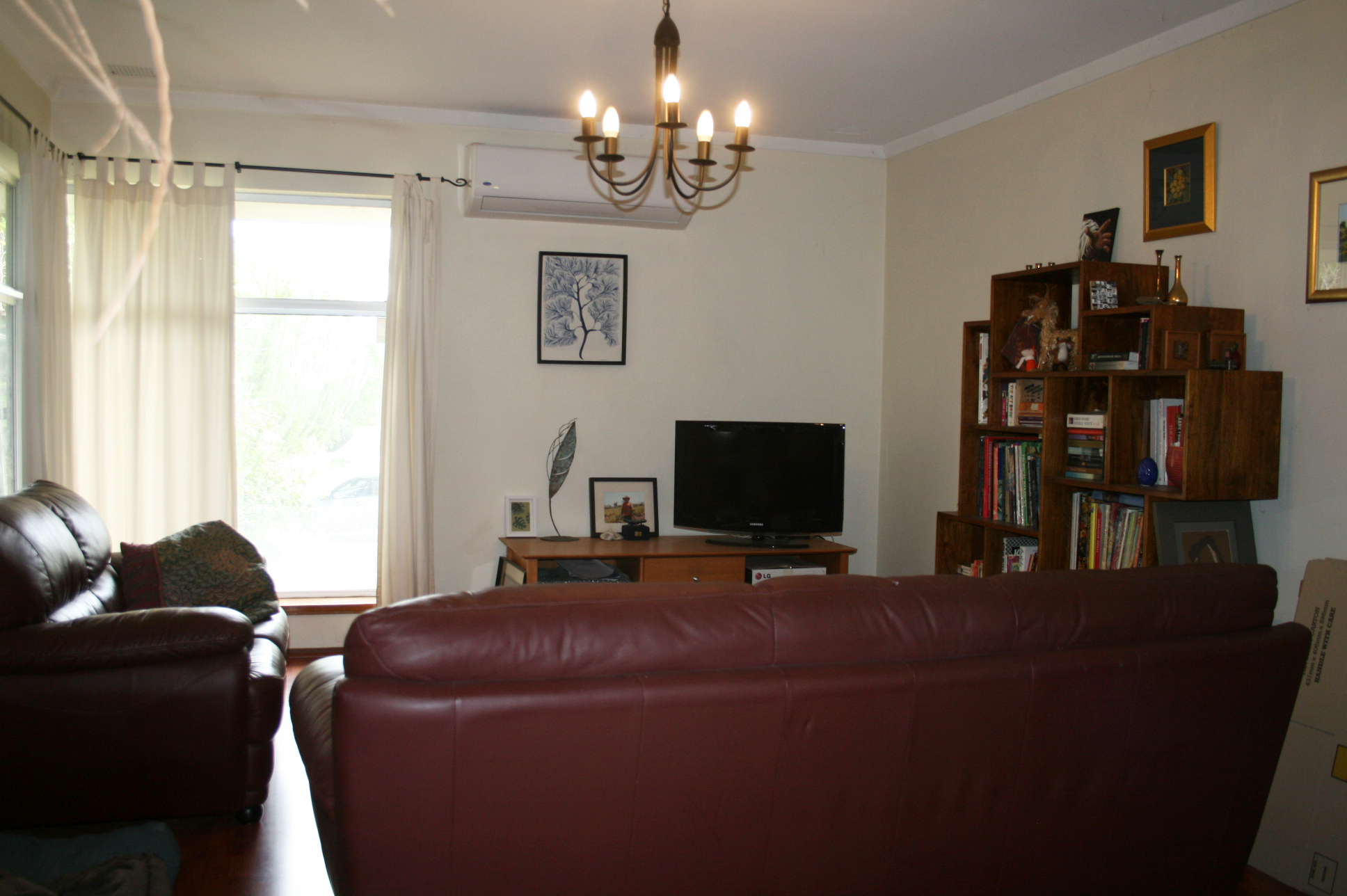 https://propertyphotos.vaultre.com.au/835/3943760__1576130639-29660-IMG3182done.jpg