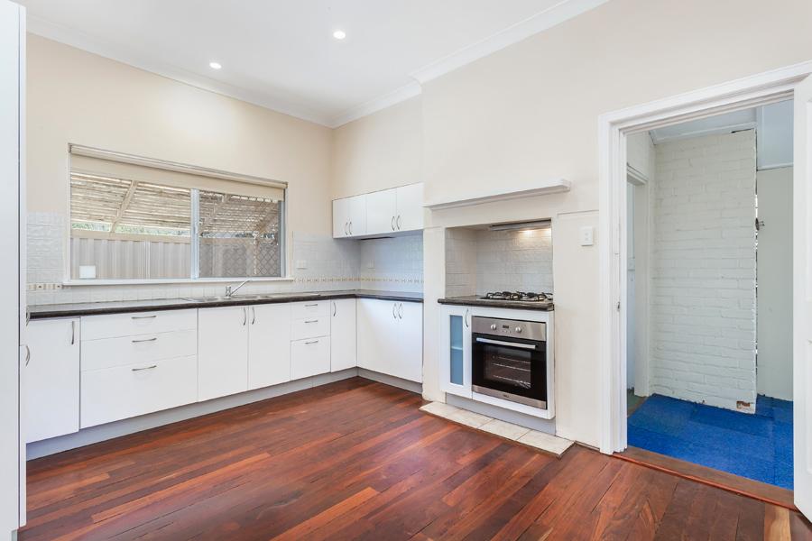 https://propertyphotos.vaultre.com.au/835/3951688__1576471862-15139-IMG0111.jpg