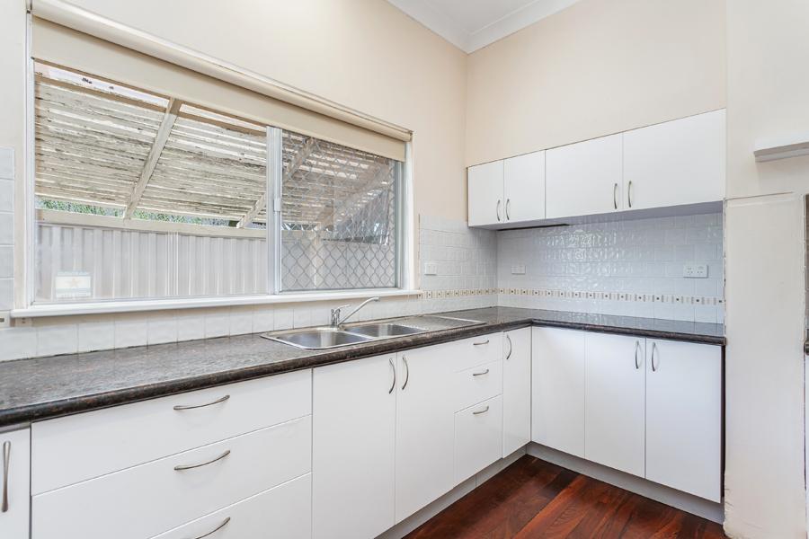 https://propertyphotos.vaultre.com.au/835/3951691__1576471865-670-IMG0118.jpg