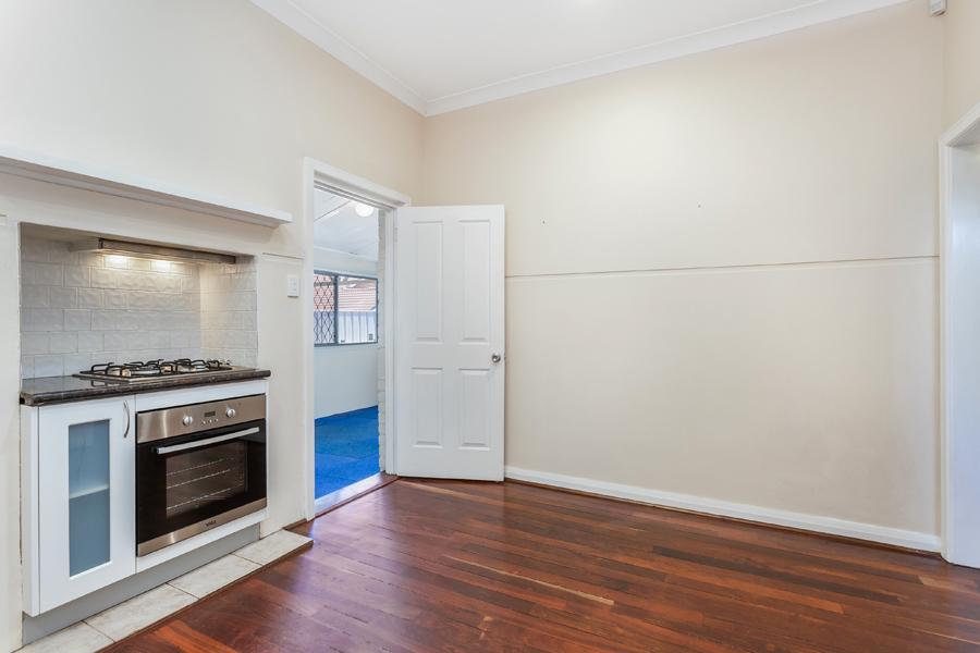 https://propertyphotos.vaultre.com.au/835/3951692__1576471866-15153-IMG0122.jpg