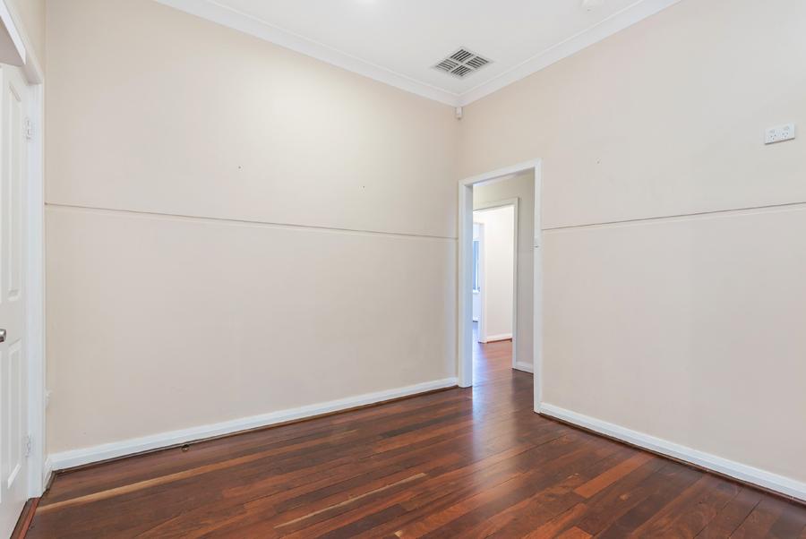 https://propertyphotos.vaultre.com.au/835/3951693__1576471867-677-IMG0124.jpg