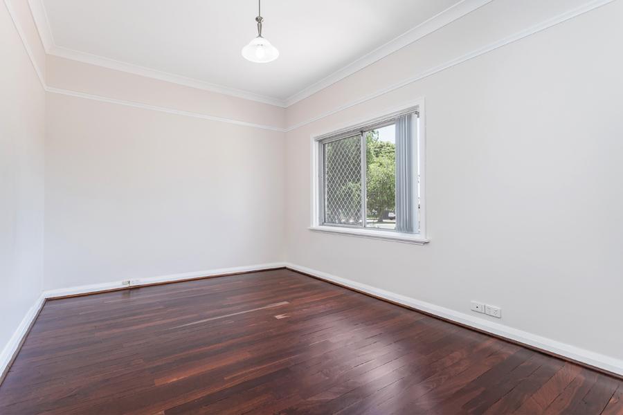 https://propertyphotos.vaultre.com.au/835/3951696__1576471870-15167-IMG0130.jpg