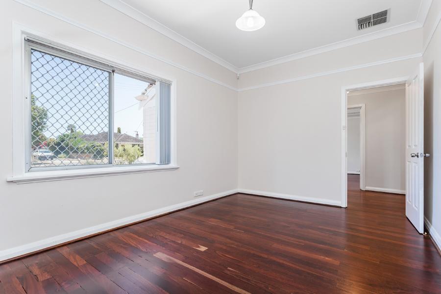 https://propertyphotos.vaultre.com.au/835/3951697__1576471871-690-IMG0132.jpg