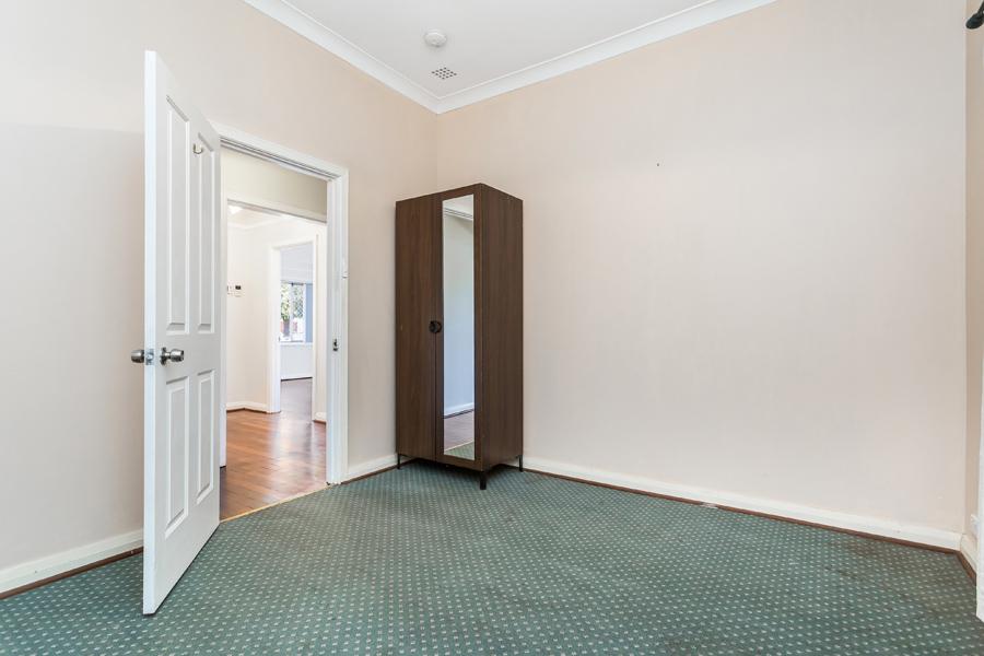 https://propertyphotos.vaultre.com.au/835/3951702__1576471876-31632-IMG0144.jpg