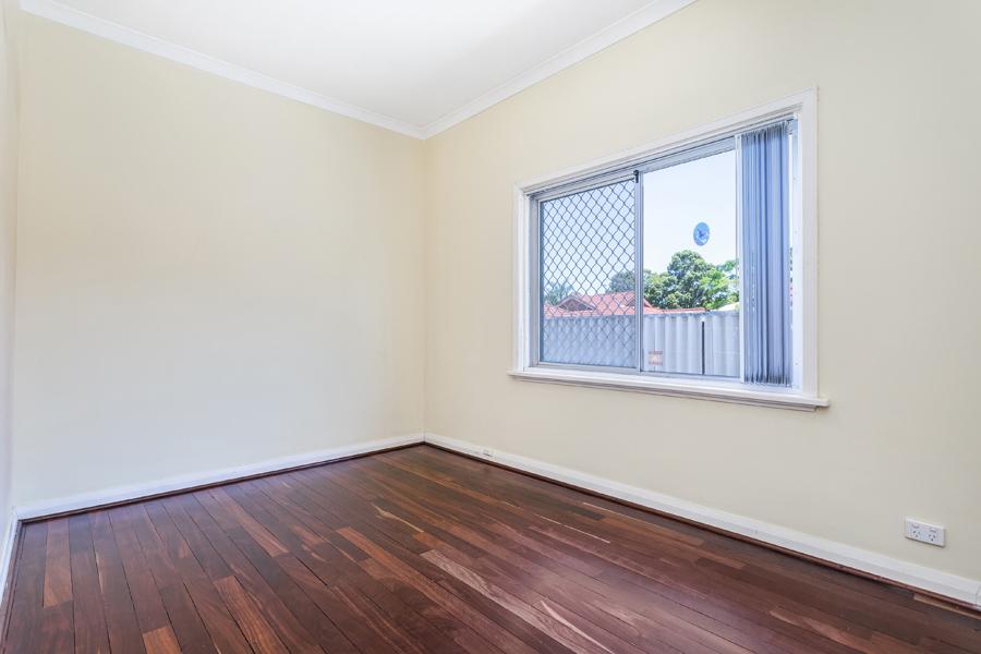 https://propertyphotos.vaultre.com.au/835/3951703__1576471877-27999-IMG0146.jpg