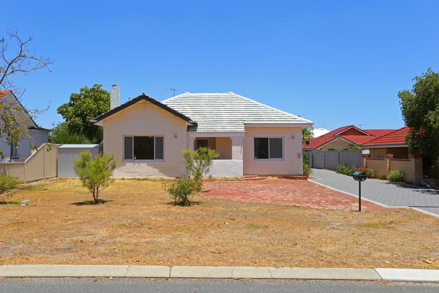 https://propertyphotos.vaultre.com.au/835/3951715__1576471889-28060-IMG0174.jpg