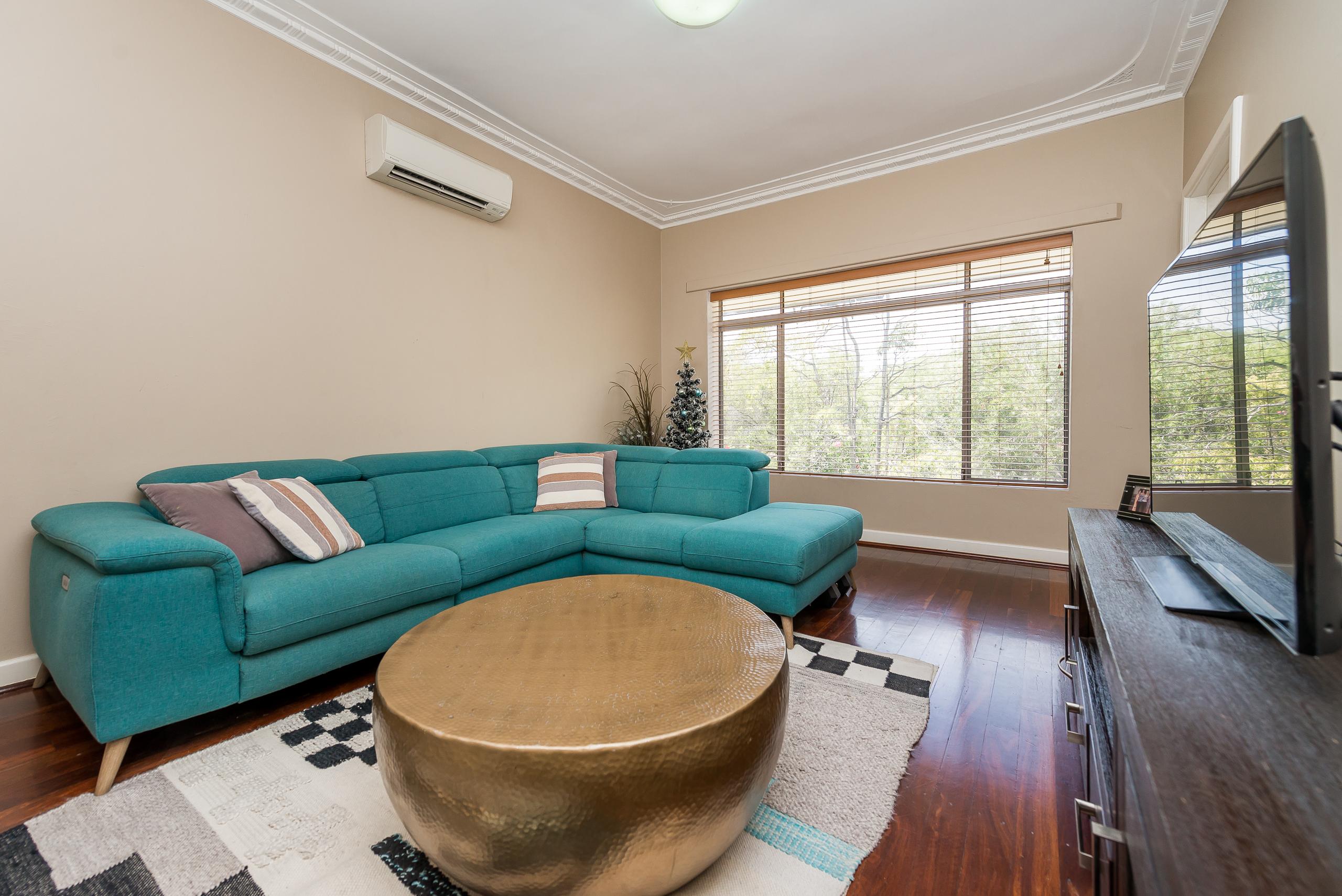 https://propertyphotos.vaultre.com.au/835/3976707__1577086167-646-4724CanningHwyApplecross-6.jpg