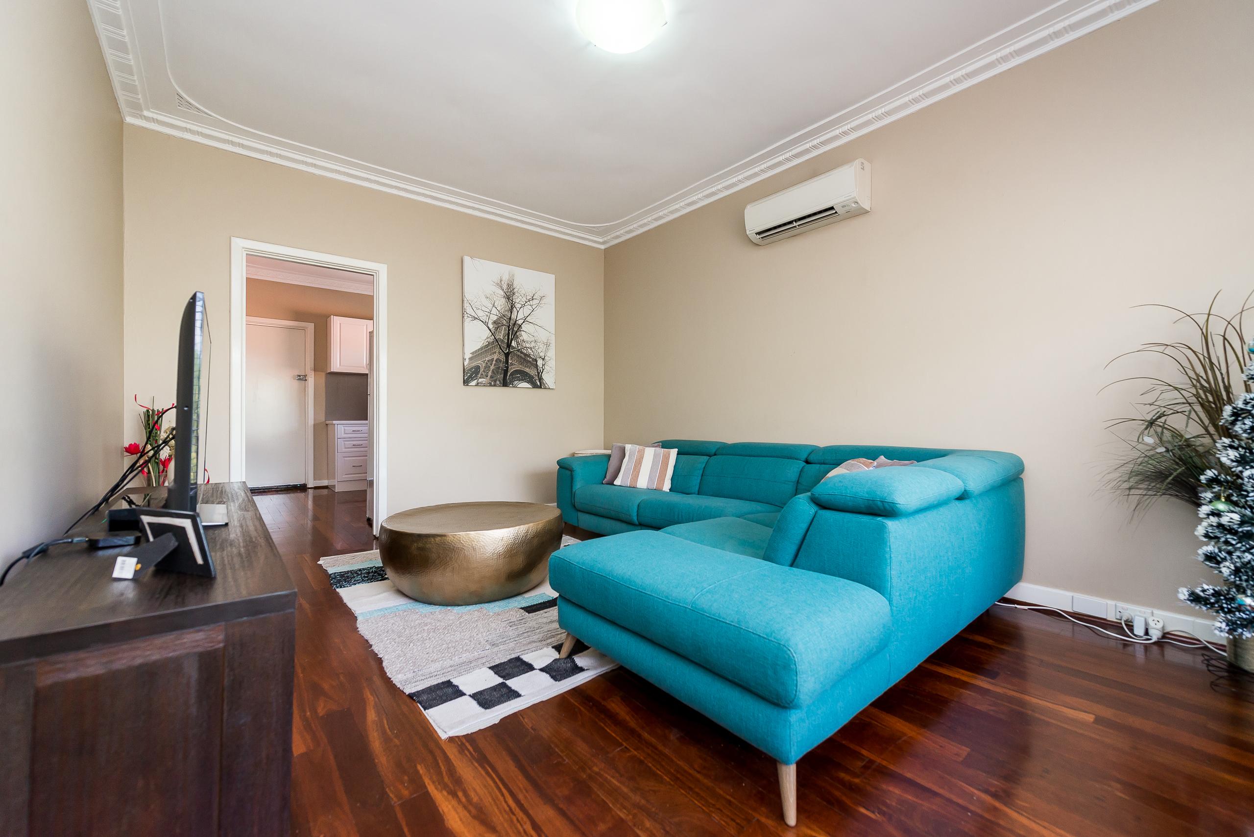 https://propertyphotos.vaultre.com.au/835/3976709__1577086192-655-4724CanningHwyApplecross-7.jpg