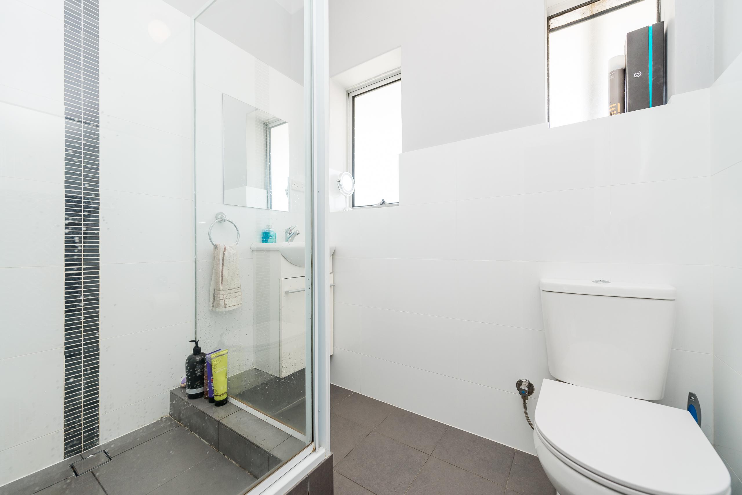 https://propertyphotos.vaultre.com.au/835/3976716__1577086338-761-4724CanningHwyApplecross-14.jpg