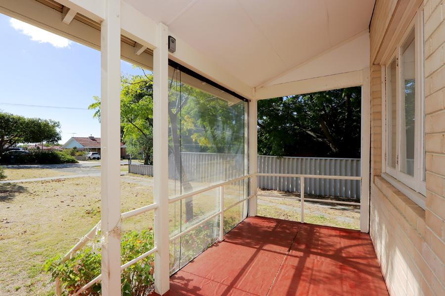https://propertyphotos.vaultre.com.au/835/3989030__1578460034-31359-IMG0194.jpg