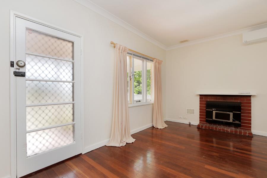 https://propertyphotos.vaultre.com.au/835/3989032__1578460036-20931-IMG0196.jpg