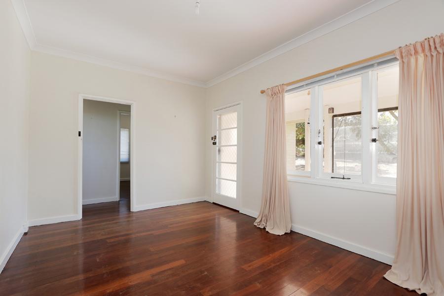 https://propertyphotos.vaultre.com.au/835/3989033__1578460037-20941-IMG0198.jpg