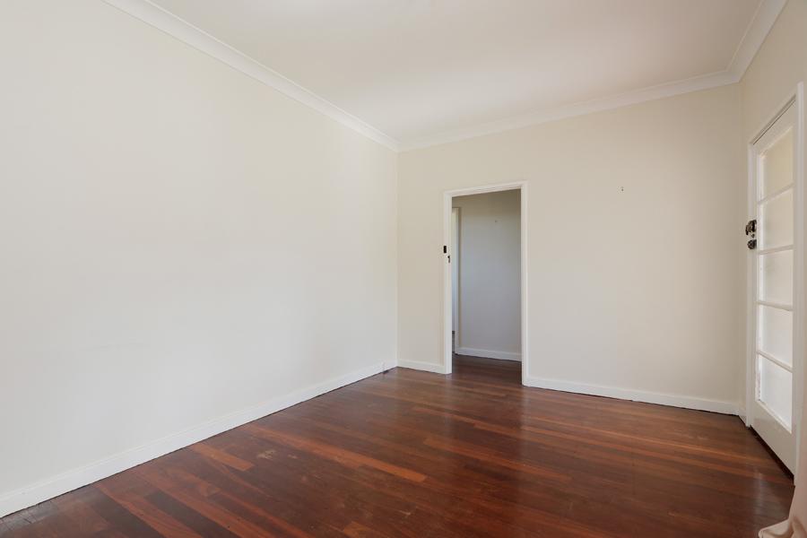 https://propertyphotos.vaultre.com.au/835/3989034__1578460038-21297-IMG0200.jpg