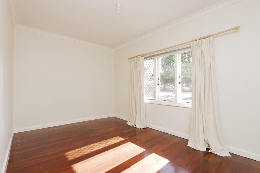 https://propertyphotos.vaultre.com.au/835/3989035__1578460039-21306-IMG0202.jpg