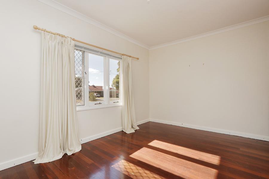https://propertyphotos.vaultre.com.au/835/3989037__1578460042-20969-IMG0205.jpg
