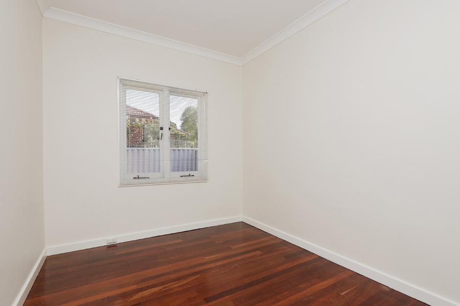 https://propertyphotos.vaultre.com.au/835/3989038__1578460043-31419-IMG0207.jpg
