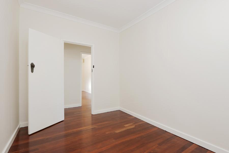 https://propertyphotos.vaultre.com.au/835/3989039__1578460044-20982-IMG0209.jpg