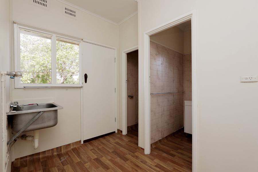 https://propertyphotos.vaultre.com.au/835/3989045__1578460051-31457-IMG0220.jpg