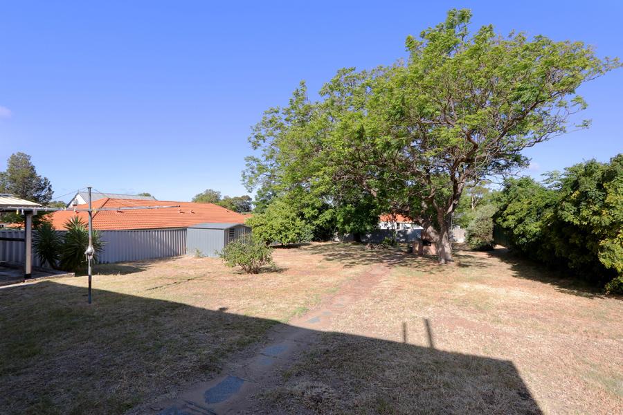 https://propertyphotos.vaultre.com.au/835/3989047__1578460053-21371-IMG0223.jpg