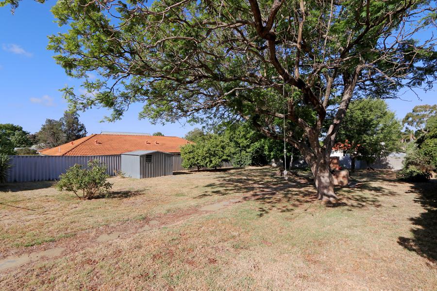https://propertyphotos.vaultre.com.au/835/3989050__1578460056-21390-IMG0227.jpg