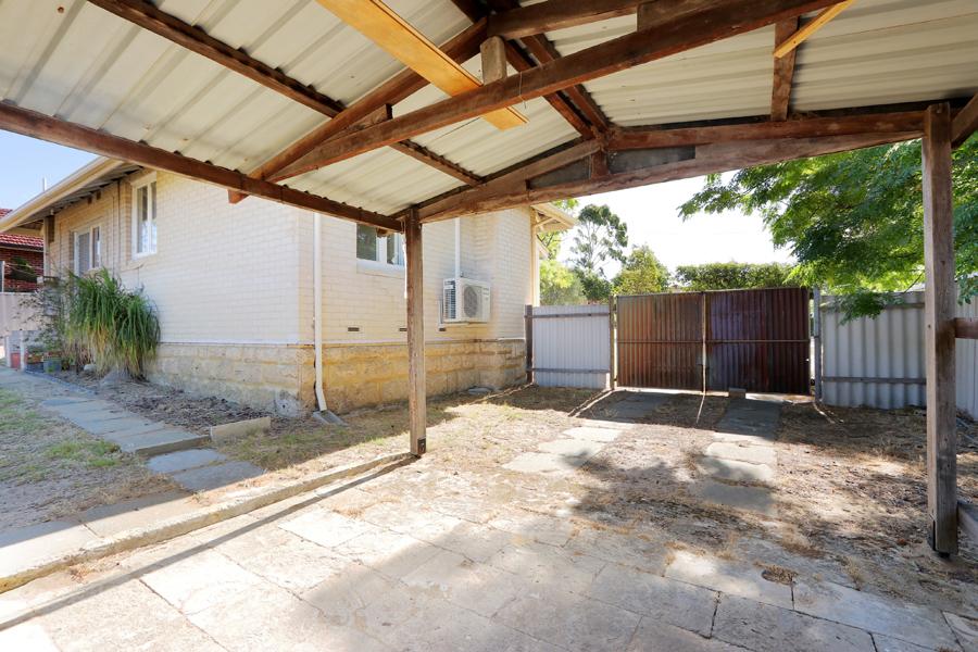 https://propertyphotos.vaultre.com.au/835/3989056__1578460064-31529-IMG0236.jpg
