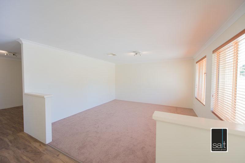 https://propertyphotos.vaultre.com.au/835/4009585__1579151053-11794-7SolomonStreetPALMYRA-5.jpg