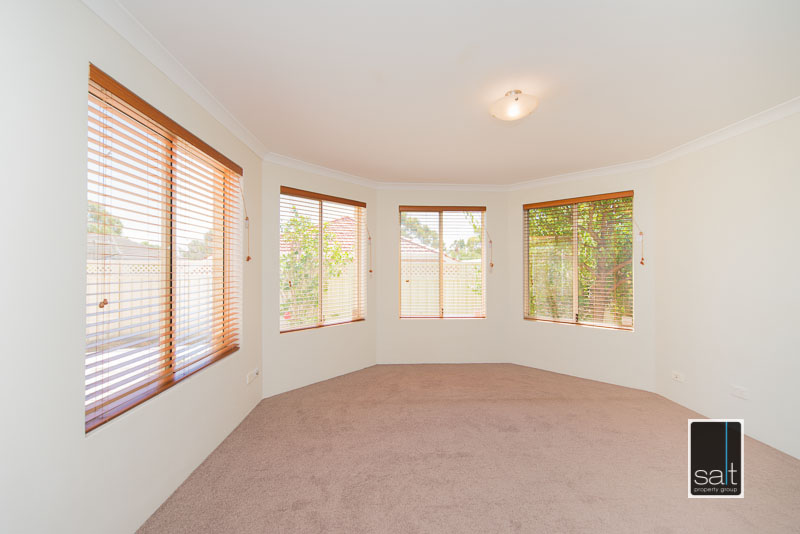 https://propertyphotos.vaultre.com.au/835/4009586__1579151054-30741-7SolomonStreetPALMYRA-6.jpg