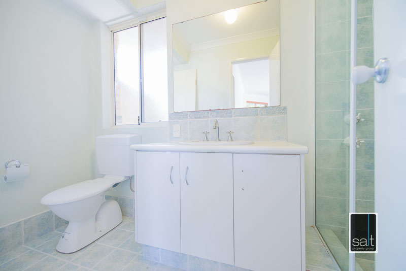 https://propertyphotos.vaultre.com.au/835/4009588__1579151056-11805-7SolomonStreetPALMYRA-8.jpg