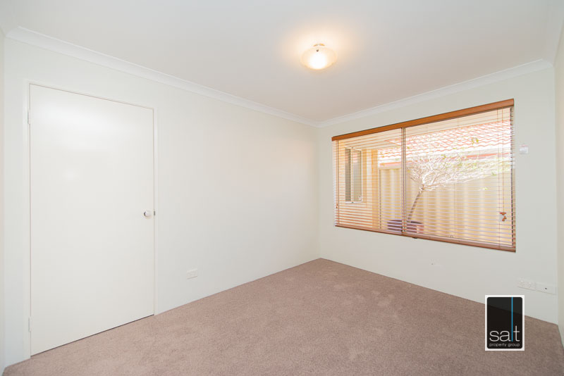 https://propertyphotos.vaultre.com.au/835/4009589__1579151057-30750-7SolomonStreetPALMYRA-9.jpg