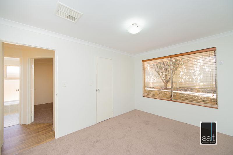 https://propertyphotos.vaultre.com.au/835/4009590__1579151058-28349-7SolomonStreetPALMYRA-10.jpg