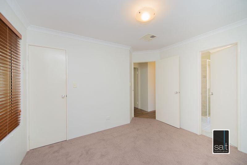 https://propertyphotos.vaultre.com.au/835/4009591__1579151059-11818-7SolomonStreetPALMYRA-11.jpg