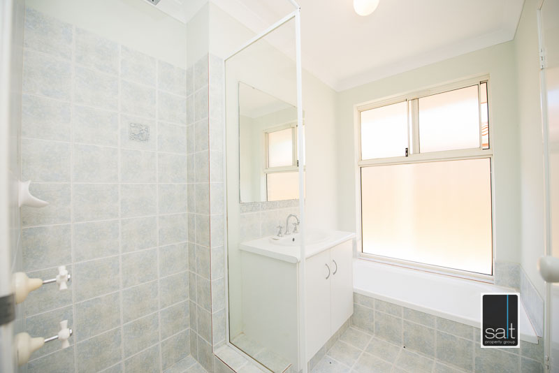 https://propertyphotos.vaultre.com.au/835/4009592__1579151060-11822-7SolomonStreetPALMYRA-12.jpg