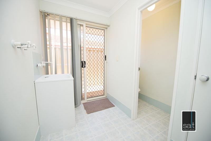 https://propertyphotos.vaultre.com.au/835/4009593__1579151060-30766-7SolomonStreetPALMYRA-13.jpg