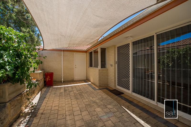 https://propertyphotos.vaultre.com.au/835/4009599__1579151067-28390-7SolomonStreetPALMYRA-19.jpg