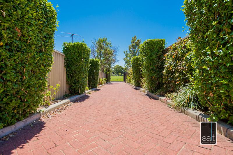 https://propertyphotos.vaultre.com.au/835/4009601__1579151069-30799-7SolomonStreetPALMYRA-21.jpg