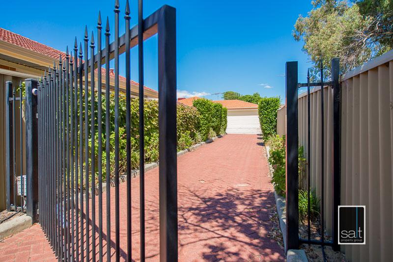 https://propertyphotos.vaultre.com.au/835/4009603__1579151070-11871-7SolomonStreetPALMYRA-23.jpg