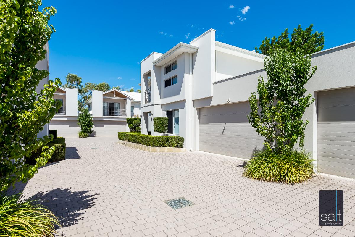 https://propertyphotos.vaultre.com.au/835/4010086__1579159796-21805-54BGladstoneRdRivervale-4.jpg