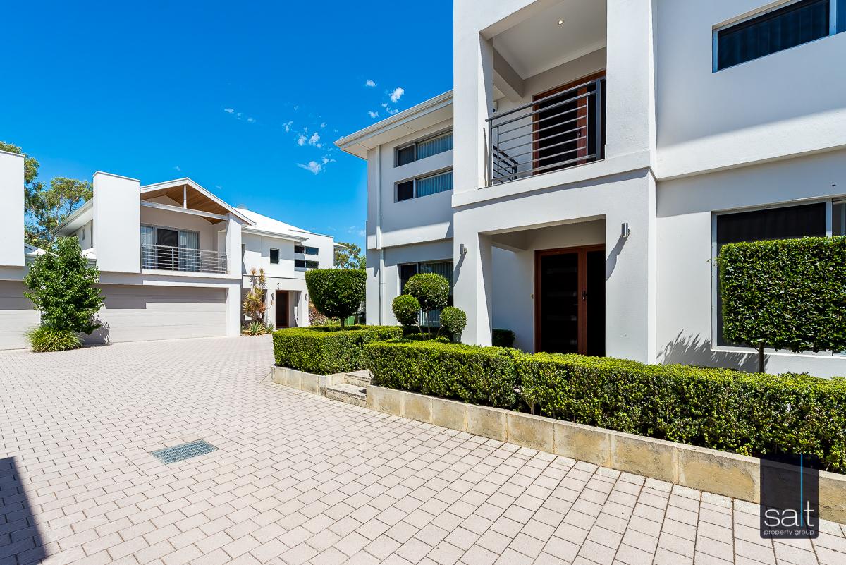 https://propertyphotos.vaultre.com.au/835/4010087__1579159804-5236-54BGladstoneRdRivervale-5.jpg