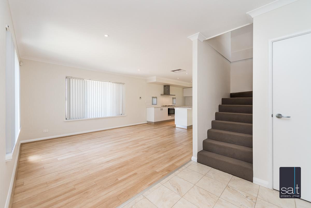 https://propertyphotos.vaultre.com.au/835/4010088__1579159822-5291-54BGladstoneRdRivervale-9.jpg