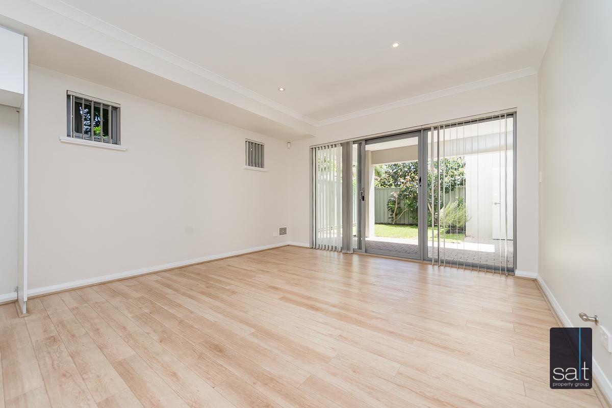 https://propertyphotos.vaultre.com.au/835/4010090__1579159833-24501-54BGladstoneRdRivervale-13.jpg