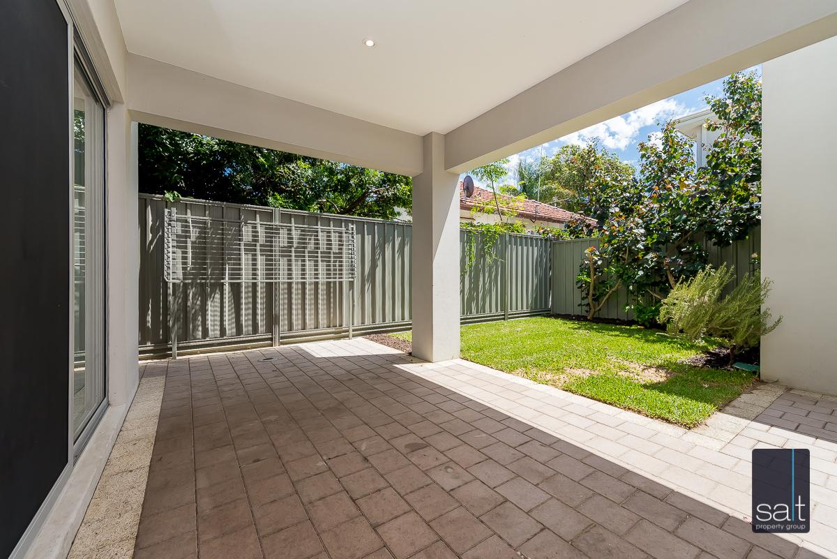 https://propertyphotos.vaultre.com.au/835/4010092__1579159852-5352-54BGladstoneRdRivervale-26.jpg