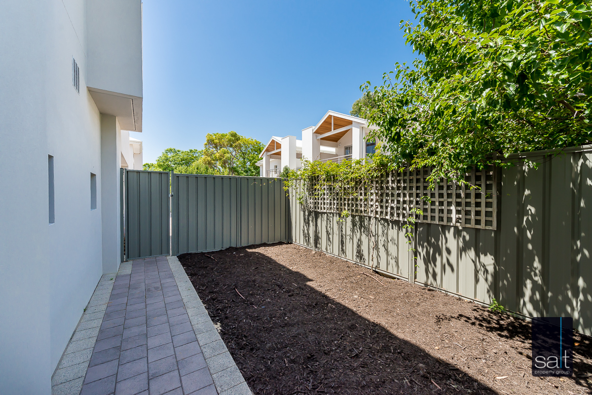 https://propertyphotos.vaultre.com.au/835/4010093__1579159853-24544-54BGladstoneRdRivervale-25.jpg