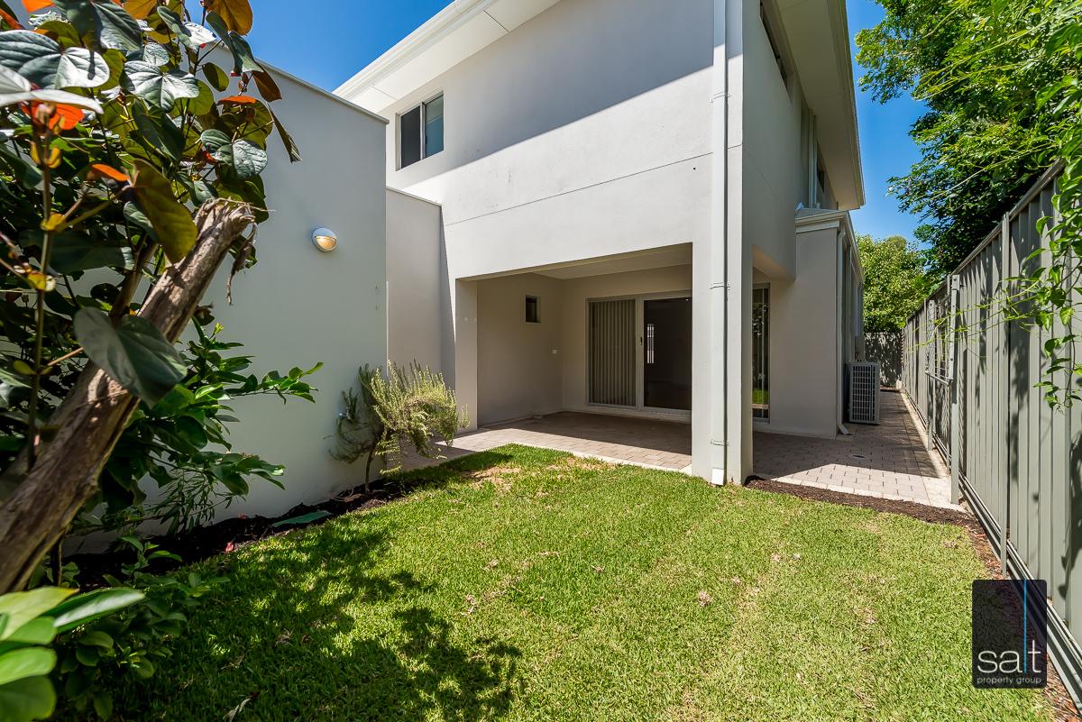 https://propertyphotos.vaultre.com.au/835/4010094__1579159859-22010-54BGladstoneRdRivervale-27.jpg