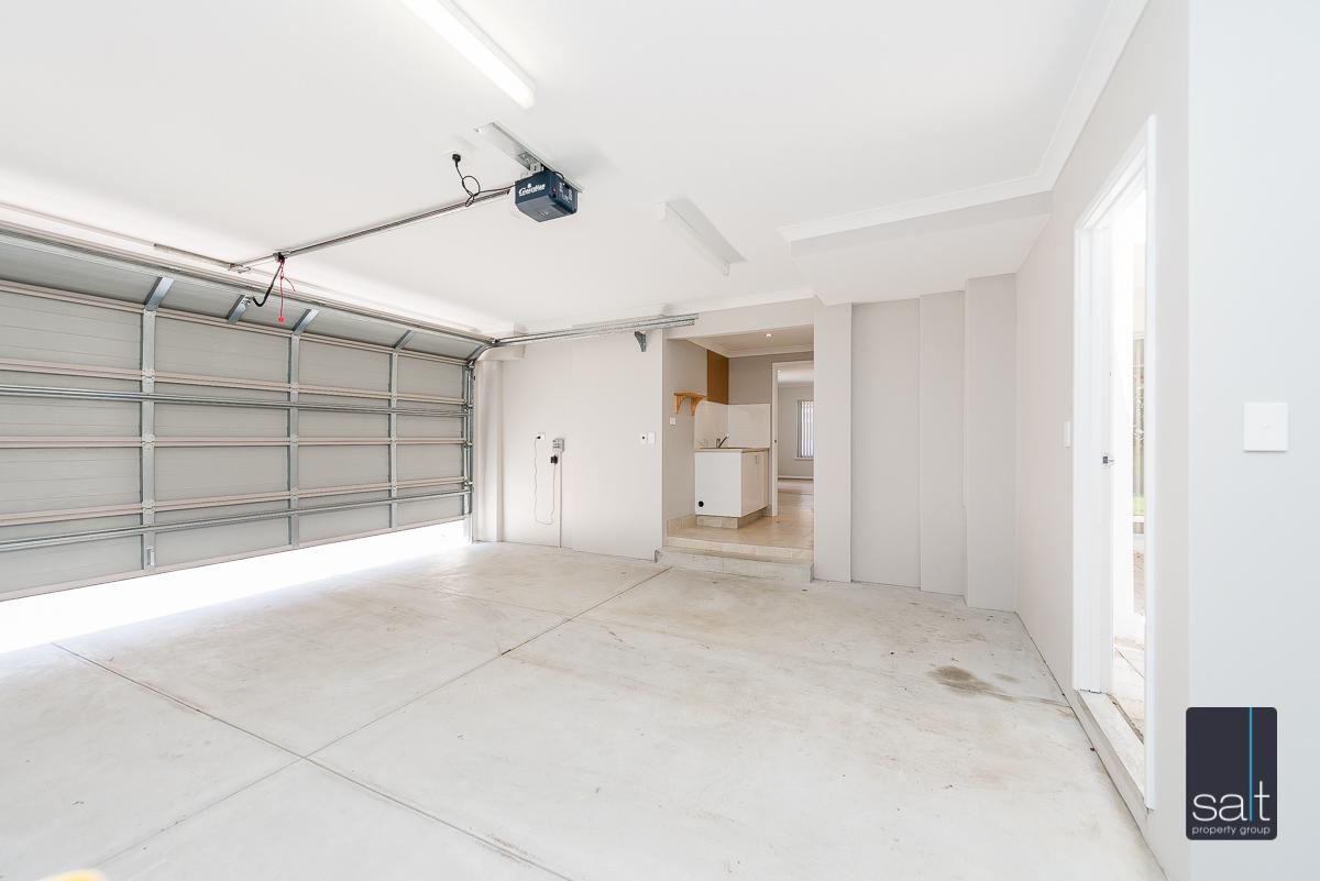 https://propertyphotos.vaultre.com.au/835/4010095__1579159861-5371-54BGladstoneRdRivervale-28.jpg