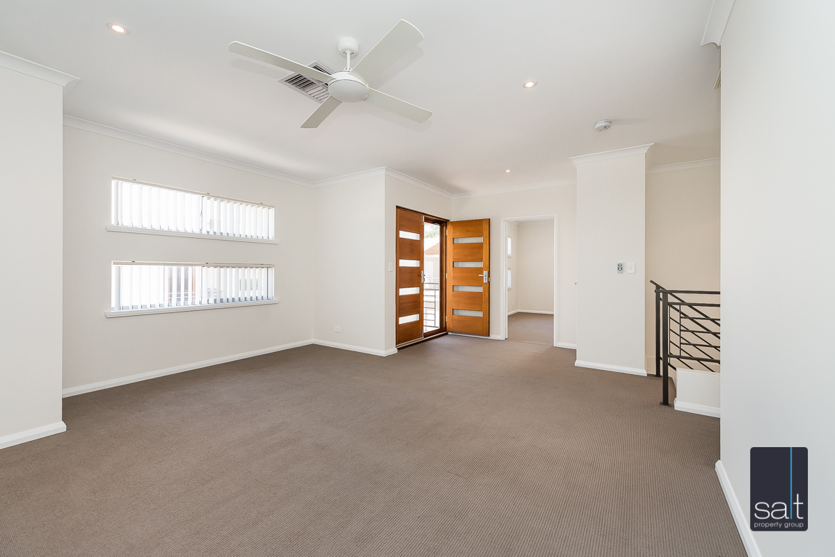 https://propertyphotos.vaultre.com.au/835/4010096__1579159883-5412-54BGladstoneRdRivervale-16.jpg
