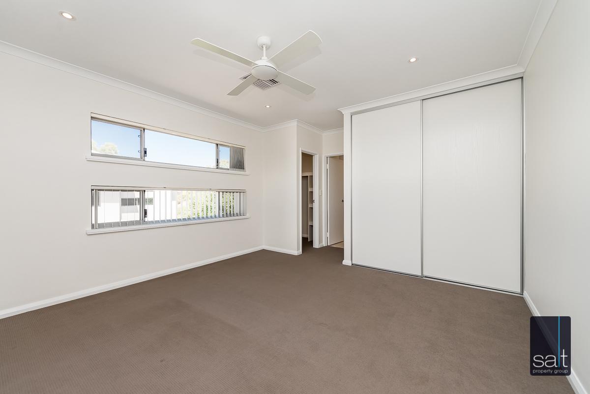 https://propertyphotos.vaultre.com.au/835/4010097__1579159886-24606-54BGladstoneRdRivervale-18.jpg